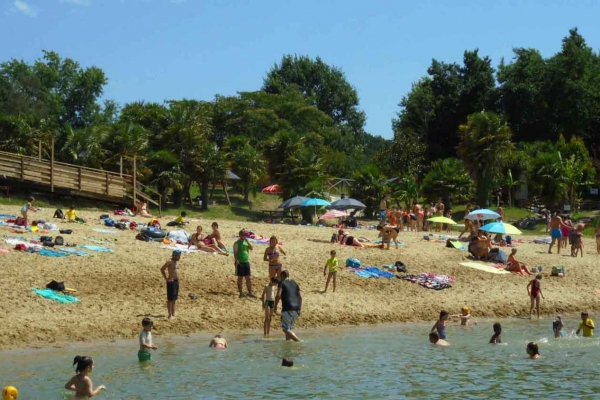 water-park-de-sames-plage-102F5B5E585-71B4-DD6F-2C6E-BFEC1C88808E.jpg
